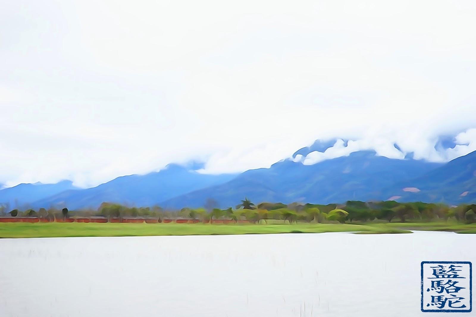 Le Chameau Bleu - Lac et Riziere