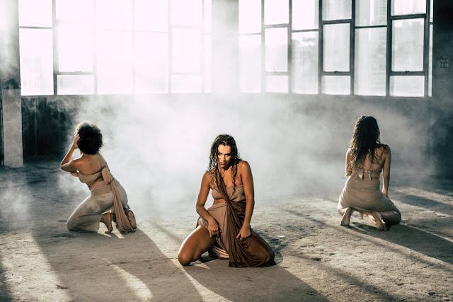 """Carolina Barc mostra forte conexão com a dança e exalta autoestima da mulher em """"Queda das Águas"""""""