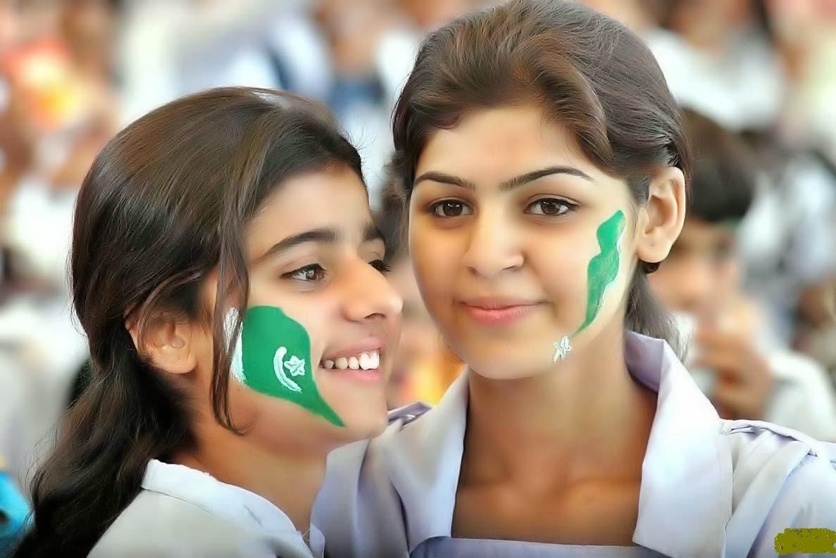 Hot Photo Gallery 2015: Pakistani College Girls HD Cute Photos
