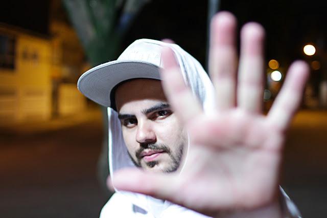 """O rapper Iozó lança o clipe """"Meu Lado Bom Meu Lado Ruim"""" com part. de Malavéi"""