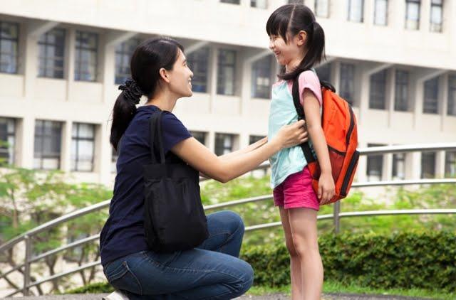Merasa Khawatir Akan Keamanan Si Kecil Saat Pertama Masuk Sekolah. 3 Cara ini Bisa Mengatasinya