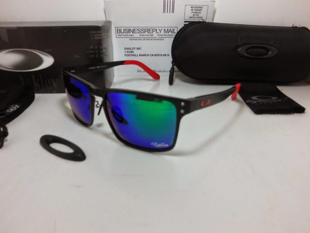 2afde453283 Sunglasses OAKLEY HOLBROOK TITAN Bahan Titanium Lensa Polarized Ready Stock  Fire Lens dan Blue Lens Harga IDR 220 sudah termasuk   Sarung kacamata