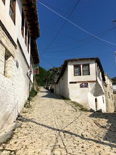 Les sites incontournables de Gjirokaster et Berat en Albanie