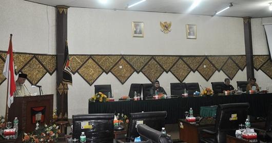 Wali Kota Padang Serahkan LKPJ Akhir Masa Jabatan ke DPRD