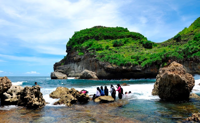 Pantai Sembukan Kabupaten Wonogiri
