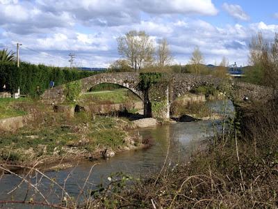 Puente Viejo de Lugones