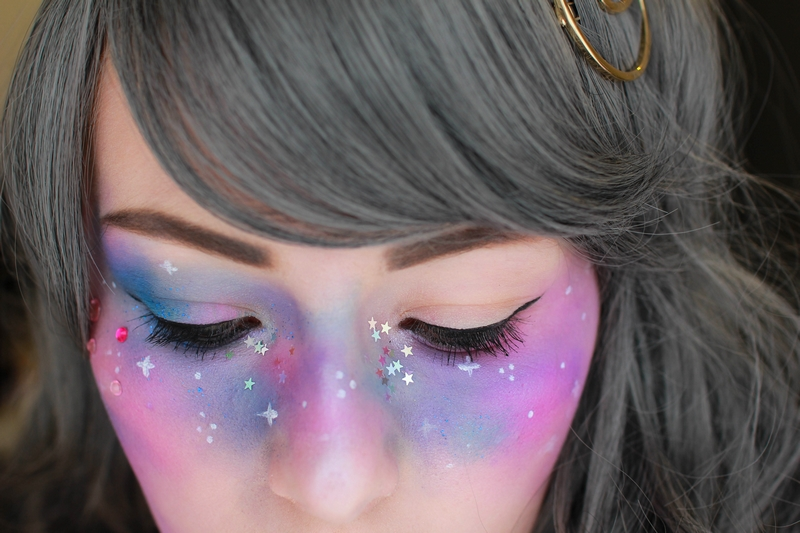 http://crazy-kitch.blogspot.com/2017/05/ma-revolution-cosmetique.html
