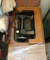 1915 Singer Treadle Sewing Machine in Cabinet