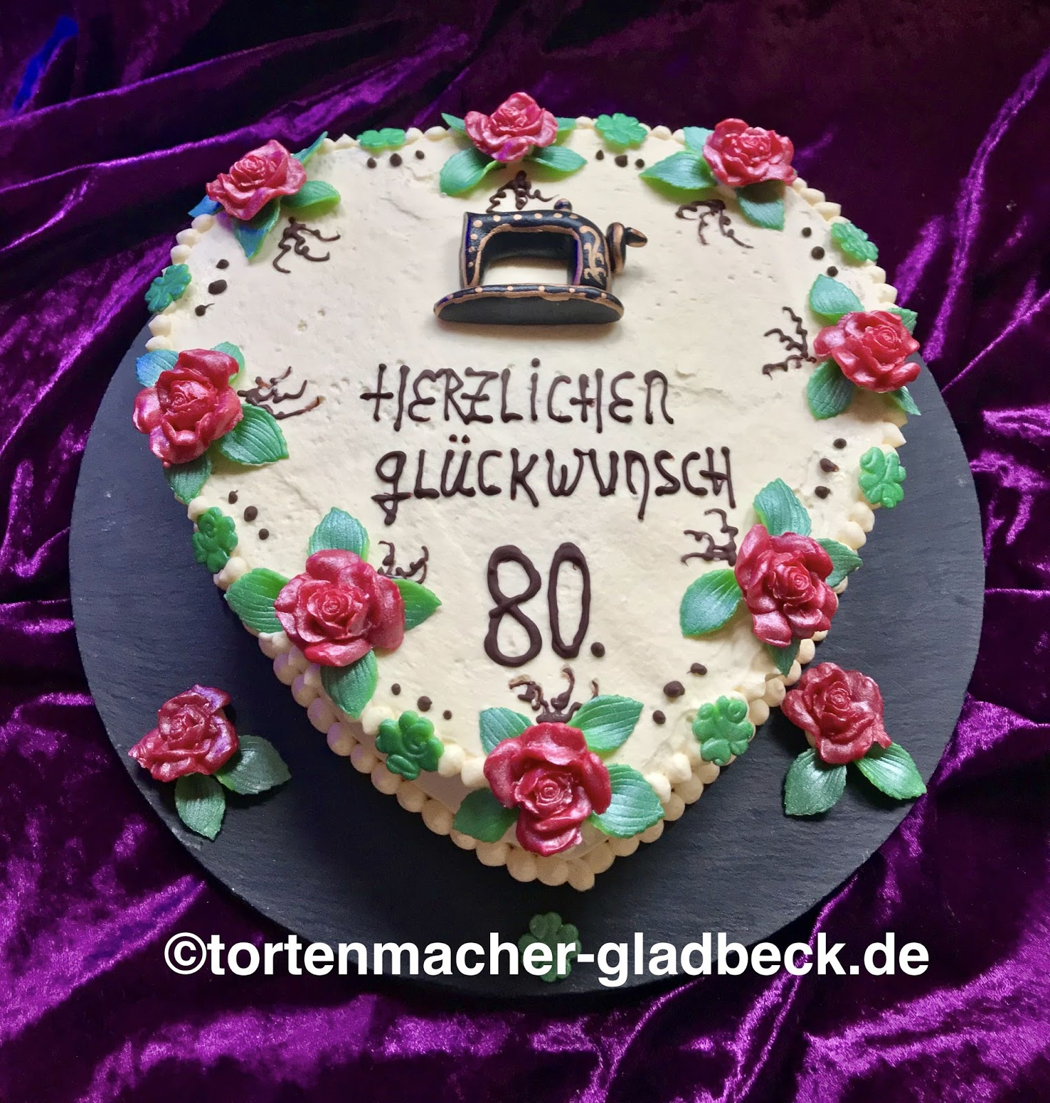 der tortenmacher gladbeck torte zum 80 geburtstag mit n hmaschine. Black Bedroom Furniture Sets. Home Design Ideas