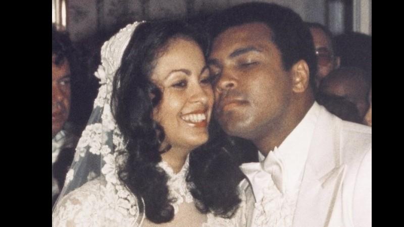 Foto Muhammad Ali saat menikahi Veronica Porsche