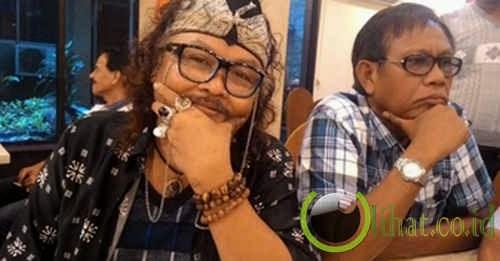 Jhonny Iskandar, Suka Akik Karena Peramal