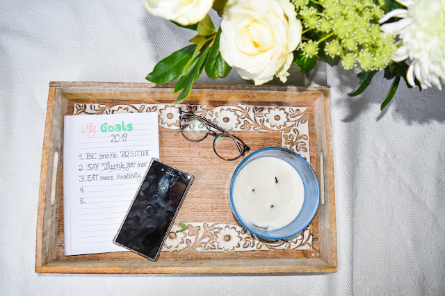 How to Keep your  New Year's Resolution and 7 Resolutions Worth Making List Glasses Candle Phone