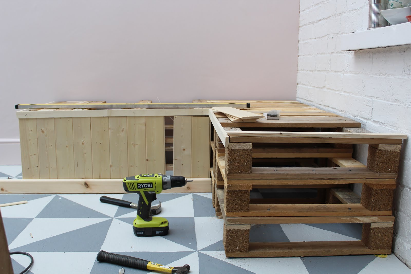 DIY pallet seating - full tutorial