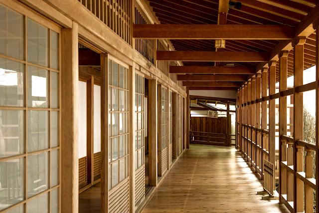 Interior del templo :: Canon EOS5D MkIII   ISO800   Canon 24-105@45mm   f/5.0   1/10s