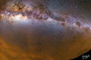 Panorama de la Voie Lactée avec Airglow dans le ciel du Chili