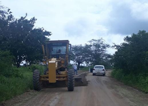 Em Piranhas, SEINFRA restaura mais de 100 quilômetros de estradas vicinais no município
