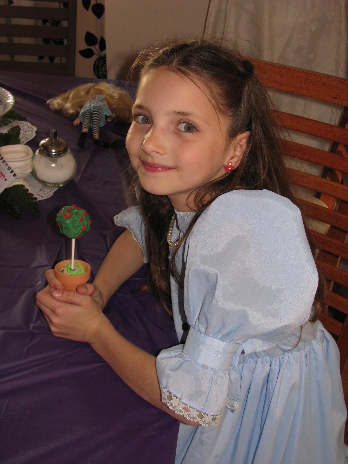 Crafty Mumma Alice In Wonderland Themed 9th Birthday Party