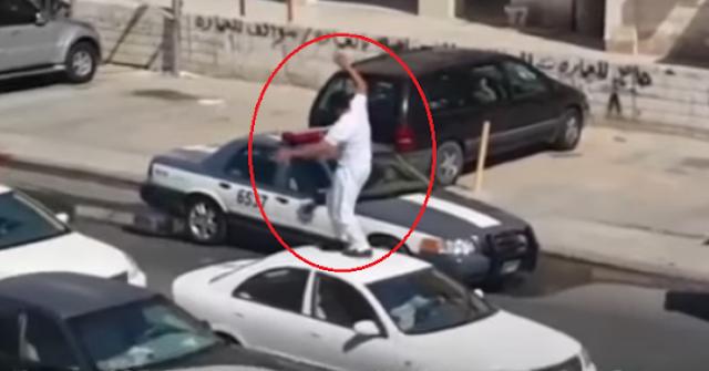 رجل أمن كويتي يخلع ملابسه في الشّارع ويقوم بهذا الفعل المشين اليكم تفاصيل ما فعله