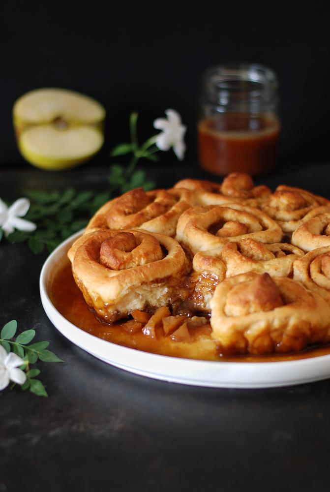 apple-cinnamon-rolls-rollitos-manzana-caramelo-canela-dulces-bocados