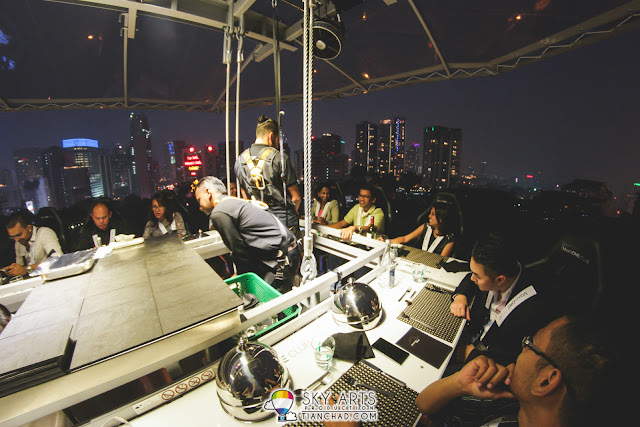 There was one guest who didn't expect dining at this height. Glad that he made it through haha #dinnerinthesky