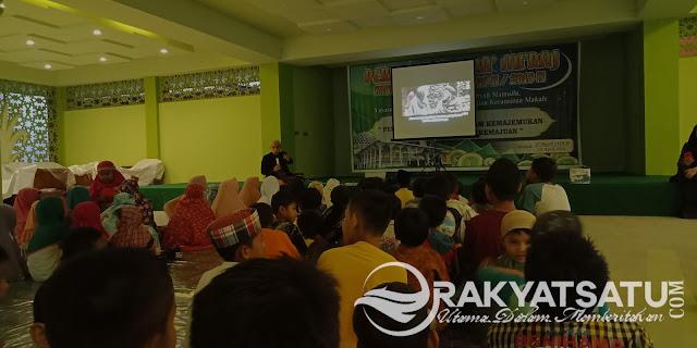 Sambil Menunggu Waktu Berbuka, Anak di Masjid Raya Makale Nobar Bareng Film Islami