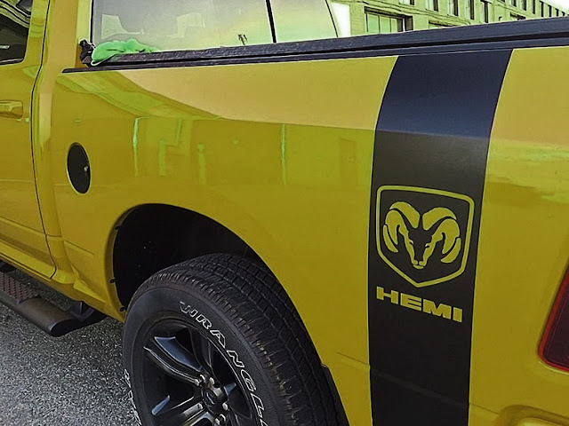 cool-black-stripe-on-yellow-dodge-ram