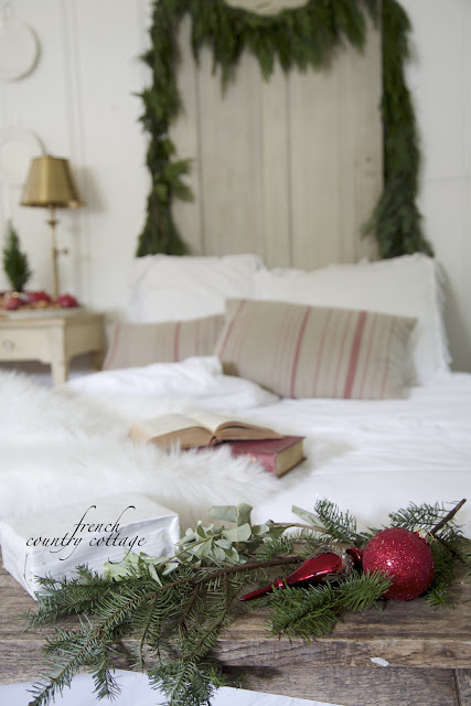 Cottage Christmas Bedroom red ornaments bench