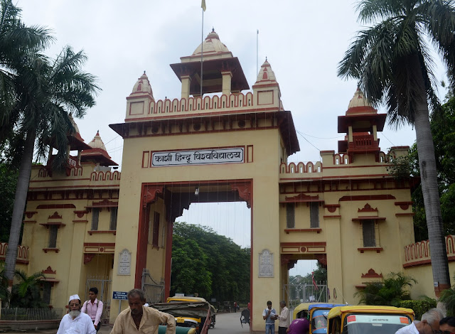 Entrance of Banaras Hindu University or Kashi Hindu Vishwavidyalay. Varanasi