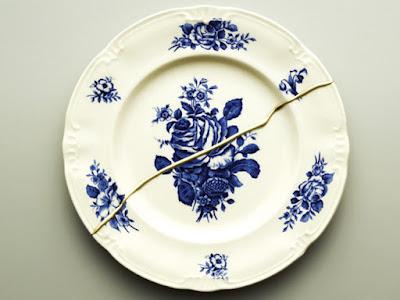 Розбита тарілка містить погану енергетику