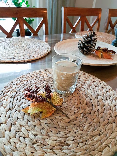 #olensisustaja, sisustus koti decoration ruokapöytä syksy syksynvärit ruskea kynttilä lyhty havi ikea tunnelma