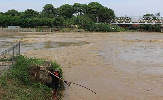 debit air sungai cimanuk indramayu mengkhawatirkan
