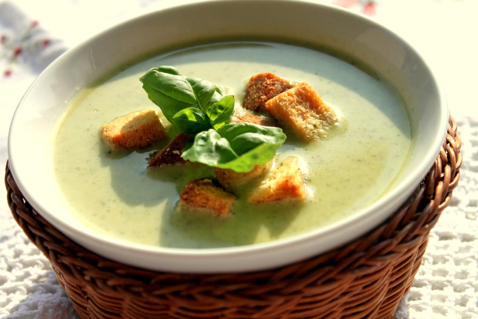 Brokolili Tavuk Çorbası