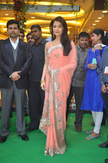 Aishwarya Rai Pink Saree On Green Carpet