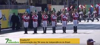 """""""FORA TEMER"""" Vaias a Temer e manifestações políticas marcam início de desfile; veja vídeo"""