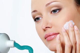 manfaat pasta gigi untuk wajah dan bibir lebih cantik