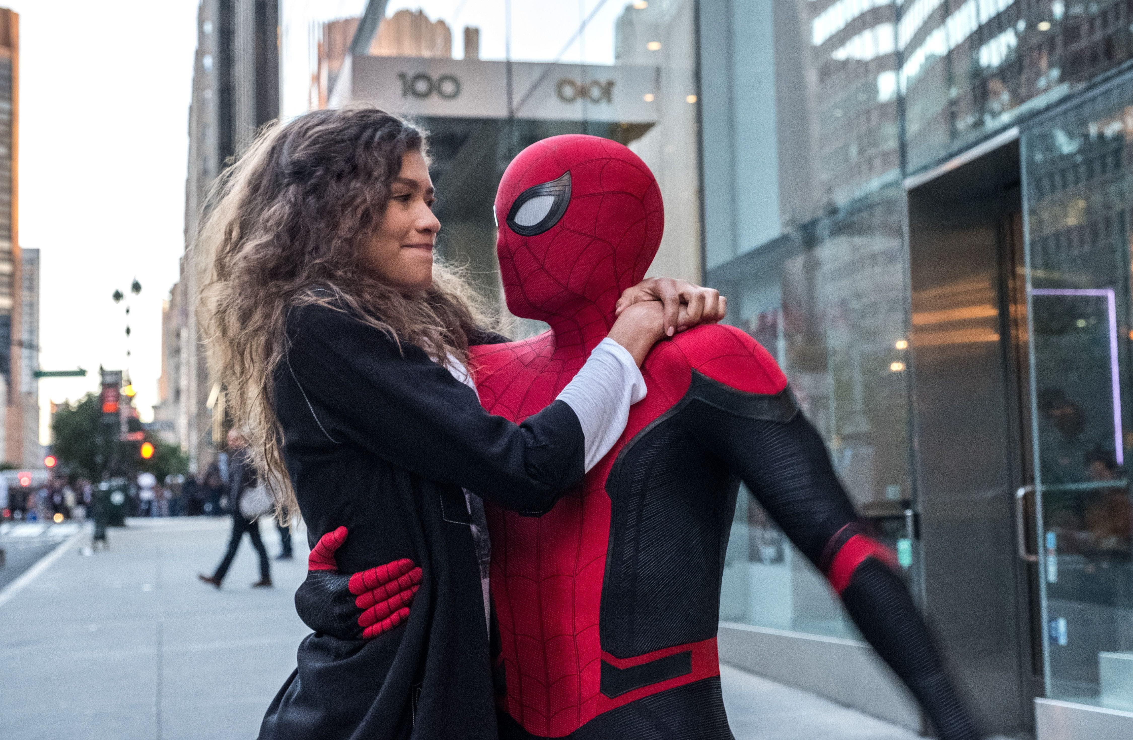 Spider-Man Far From Home :【ネタバレ厳重注意】トム・ホランド主演の「スパイダーマン」シリーズの第2弾「ファー・フロム・ホーム」が、現在公開中の「アベンジャーズ: エンドゲーム」の決定的なネタバレを含んだ新しい予告編をリリース ! !