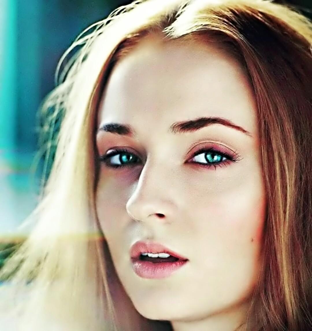Sophie Turner Hot pics