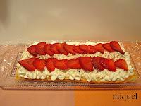 Hojaldre de nata y fresas
