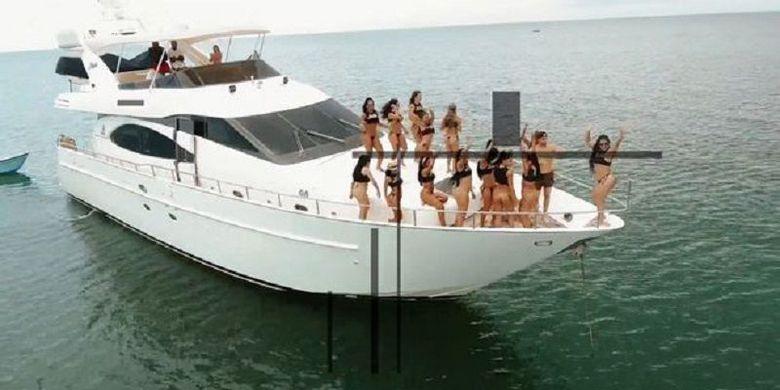 """Berita Terpopuler: Wisata """"Pulau Seks"""", Politbiro, dan Pastor Beristri"""