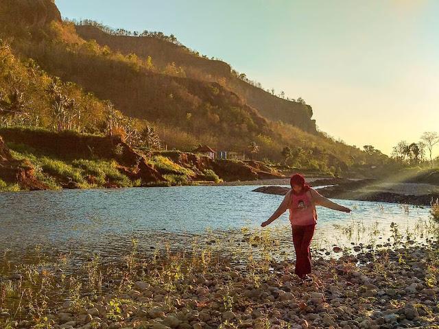 Paket wisata river tubbing kali oyo Yogyakarta