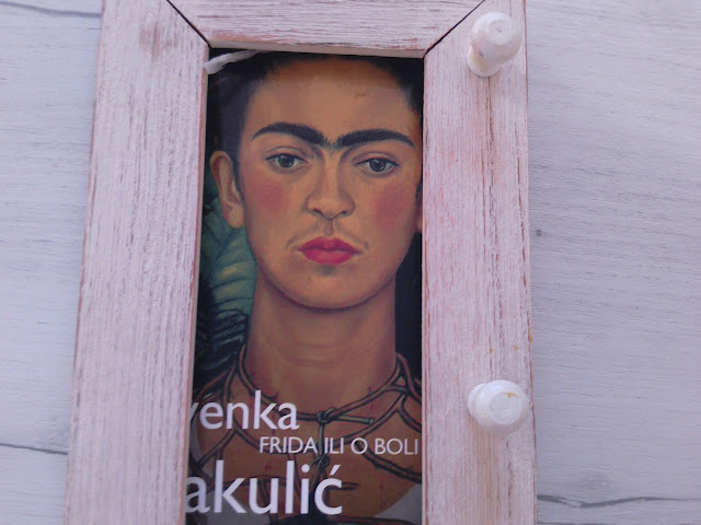 Frida framed #bookphoto #bookmagiclove