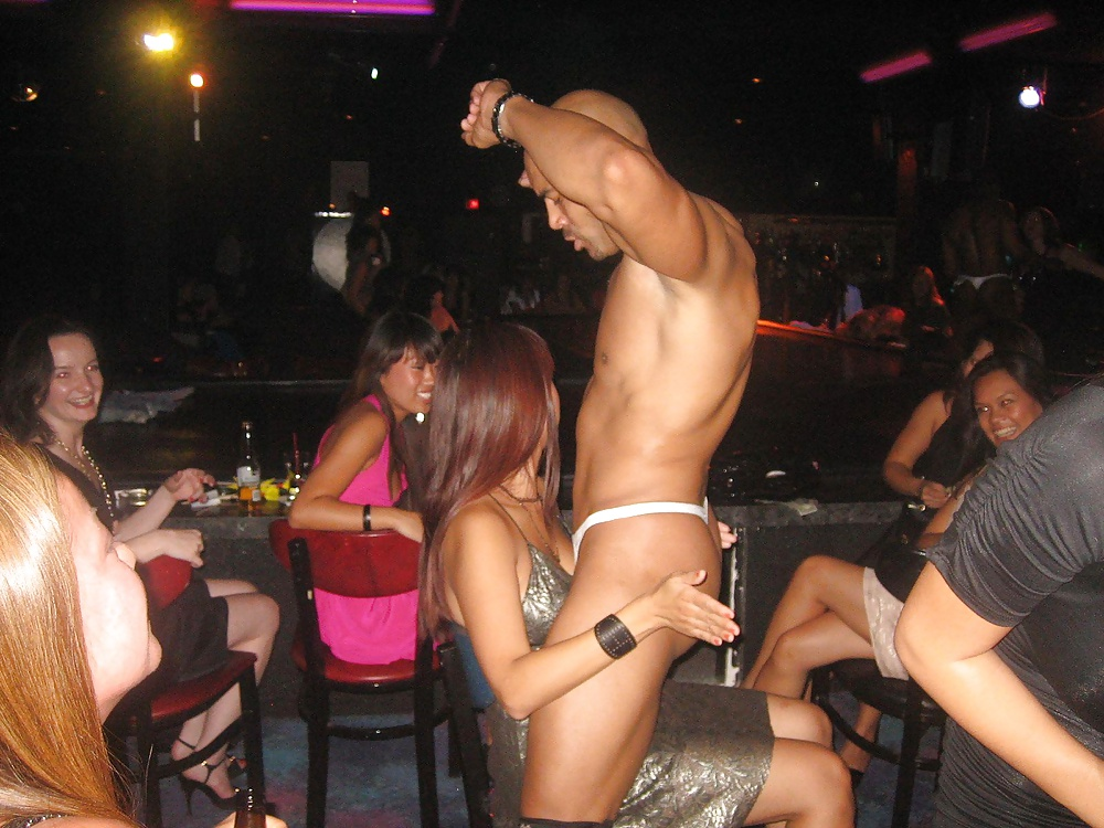 females-with-male-strippers