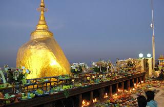 pagoda Kyaiktiyo de noche
