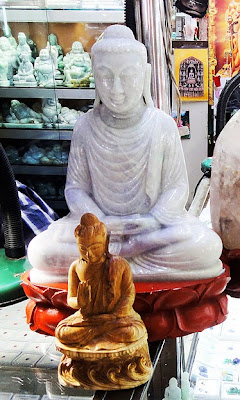 white jade sitting Buddha sculpture picture