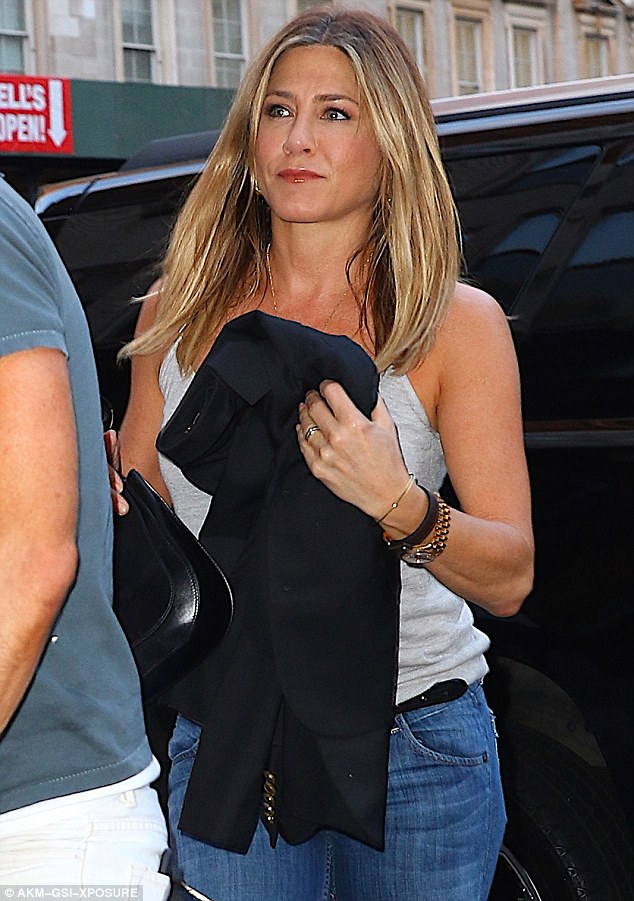who is jennifer aniston dating 2013 Jennifer aniston just announced her divorce from justin theroux check out the history of her relationships in the past decade.
