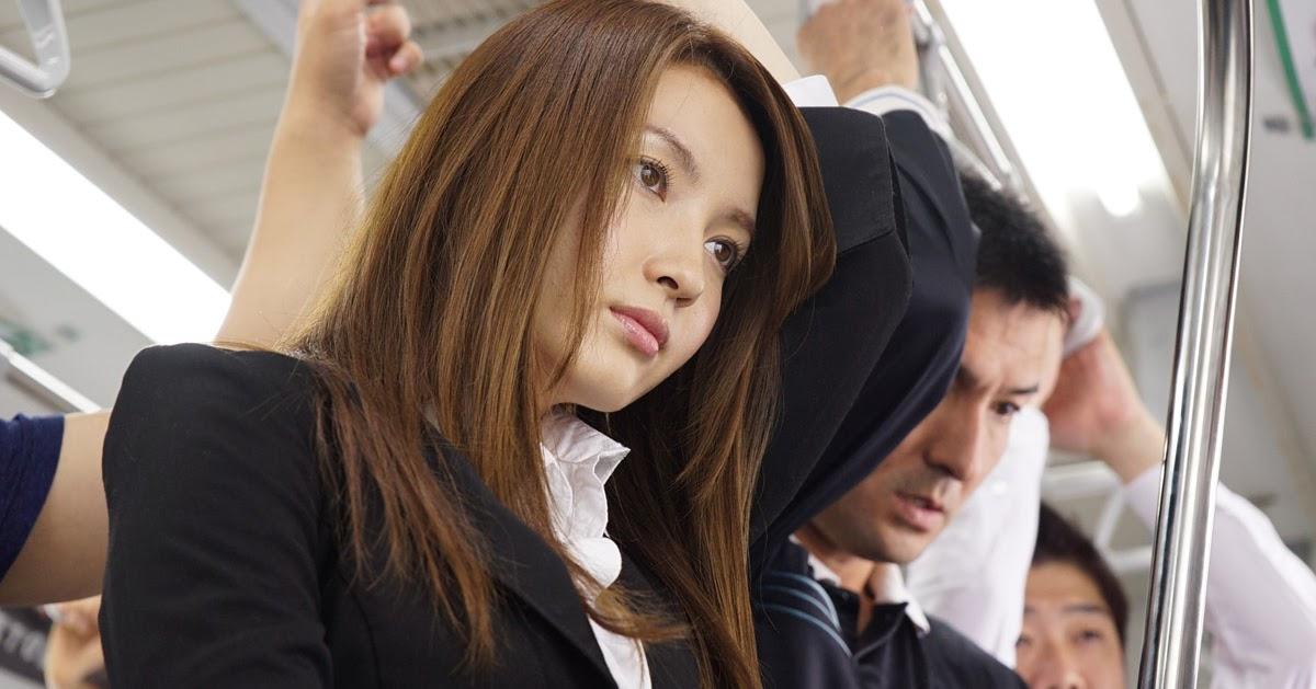 Азиатки в метро, отсос длинного члена фото в профиль