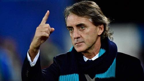 HLV Roberto Mancini không giấu nổi sự căng thẳng trên khuôn mặt