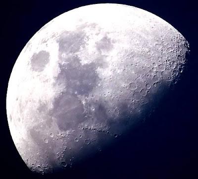 Perchè la luna ha tanti crateri
