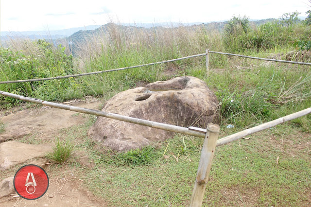 Batu Melegenda Di Gunung Sunda - awasdisini.com