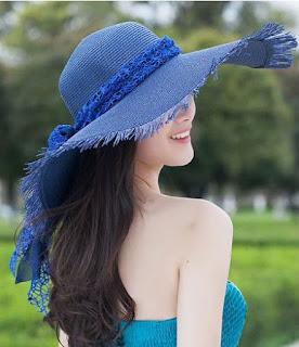 Sombrero de paja, ala ancha, lazo y bordes deshilachados